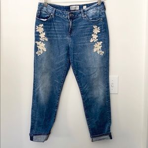 Lucky Brand Embroidered Jeans 12/31